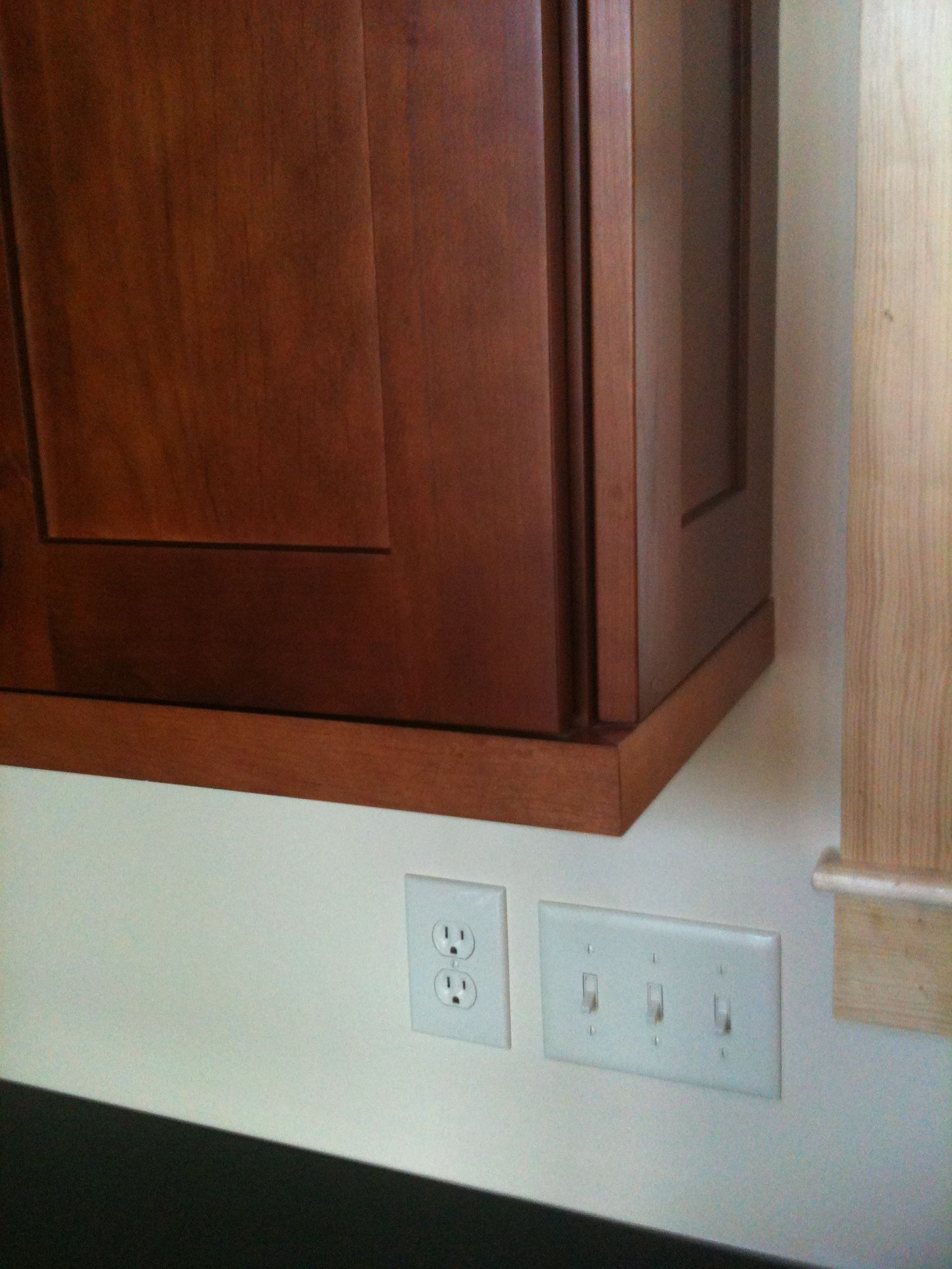 Authentic End Panel on Wall Cabinet w/shaker light rail moulding ...