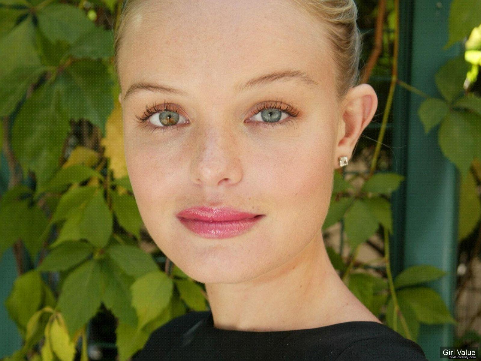 kate bosworth in black dress photos eyes