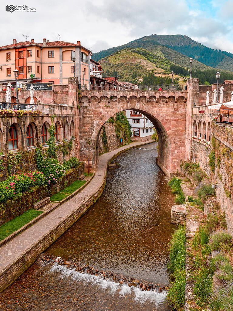 Potes Uno De Los Pueblos Más Bonitos De Cantabria Viajar Por España Lugares De España Rutas De Senderismo
