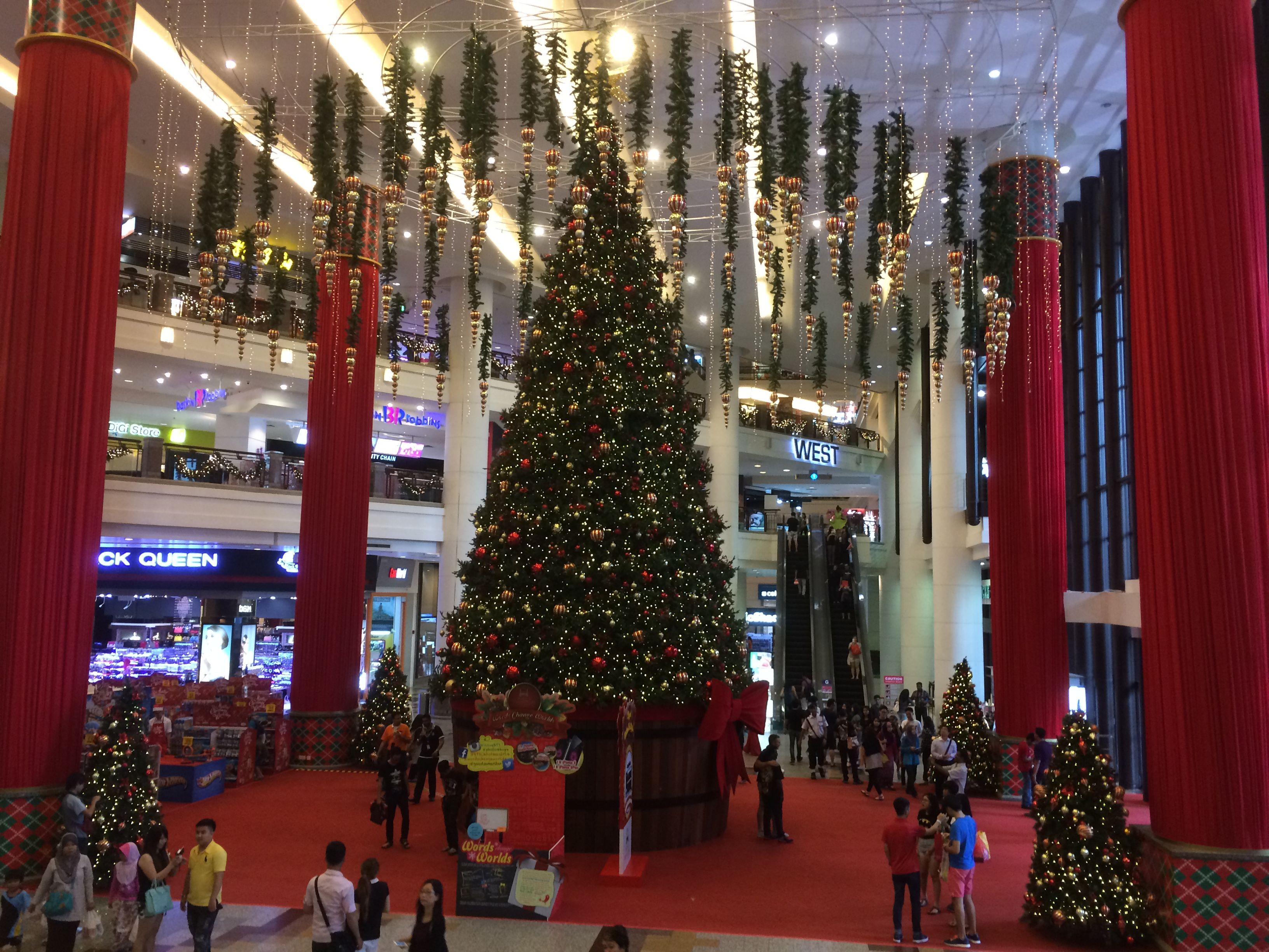toys r us pop up store time square shopping mall kuala lumpur toys layout lifestyle visual merchandising wwwclearretailgroupeu - What Time Does Toys R Us Close On Christmas Eve