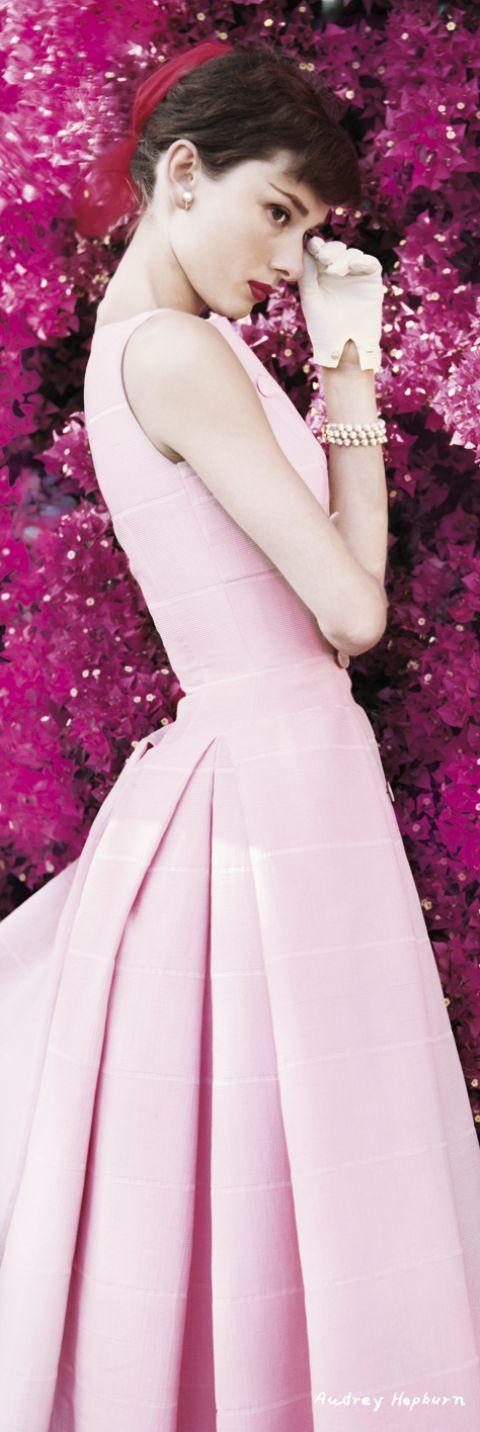 AUDREY HEPBURN - flowers Poster | Rosas, Cine y Actors