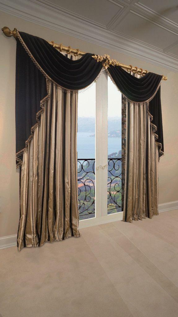 Beautiful Elegant Formal Living Room Drapery Made By Tracy Arnold At Marc Pridmore Designs Transform Y Dizajn Zanavesa Stili Zanavesok Dizajn Okna