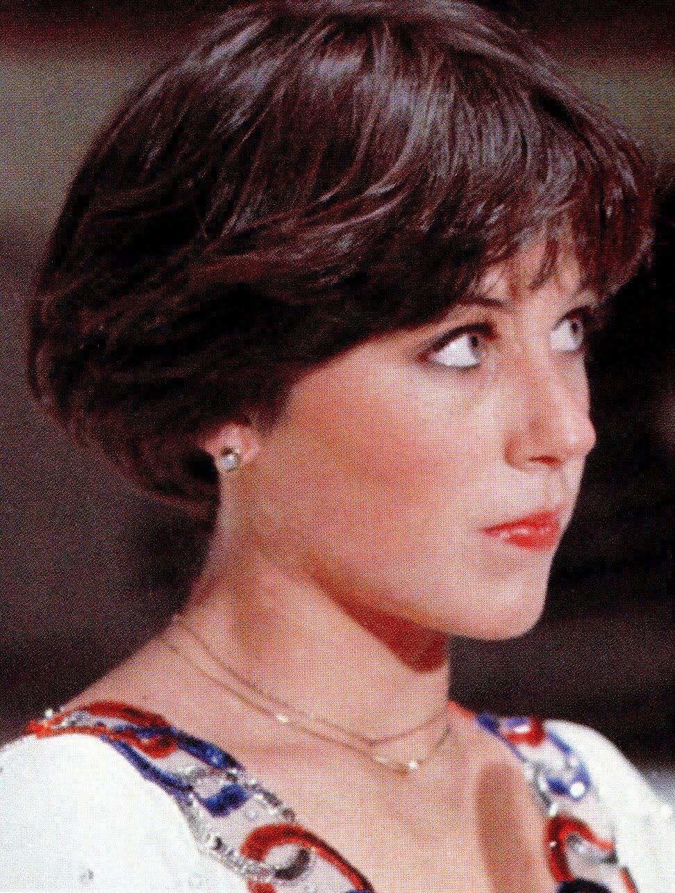 The Dorothy Hamill Hair Do Got To Have It Dorothy Hamill Haircut Wedge Haircut Short Wedge Haircut