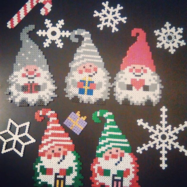 Christmas Hama Bead Designs.Christmas Hama Beads By Hvkata Twiddle Your Thumbs