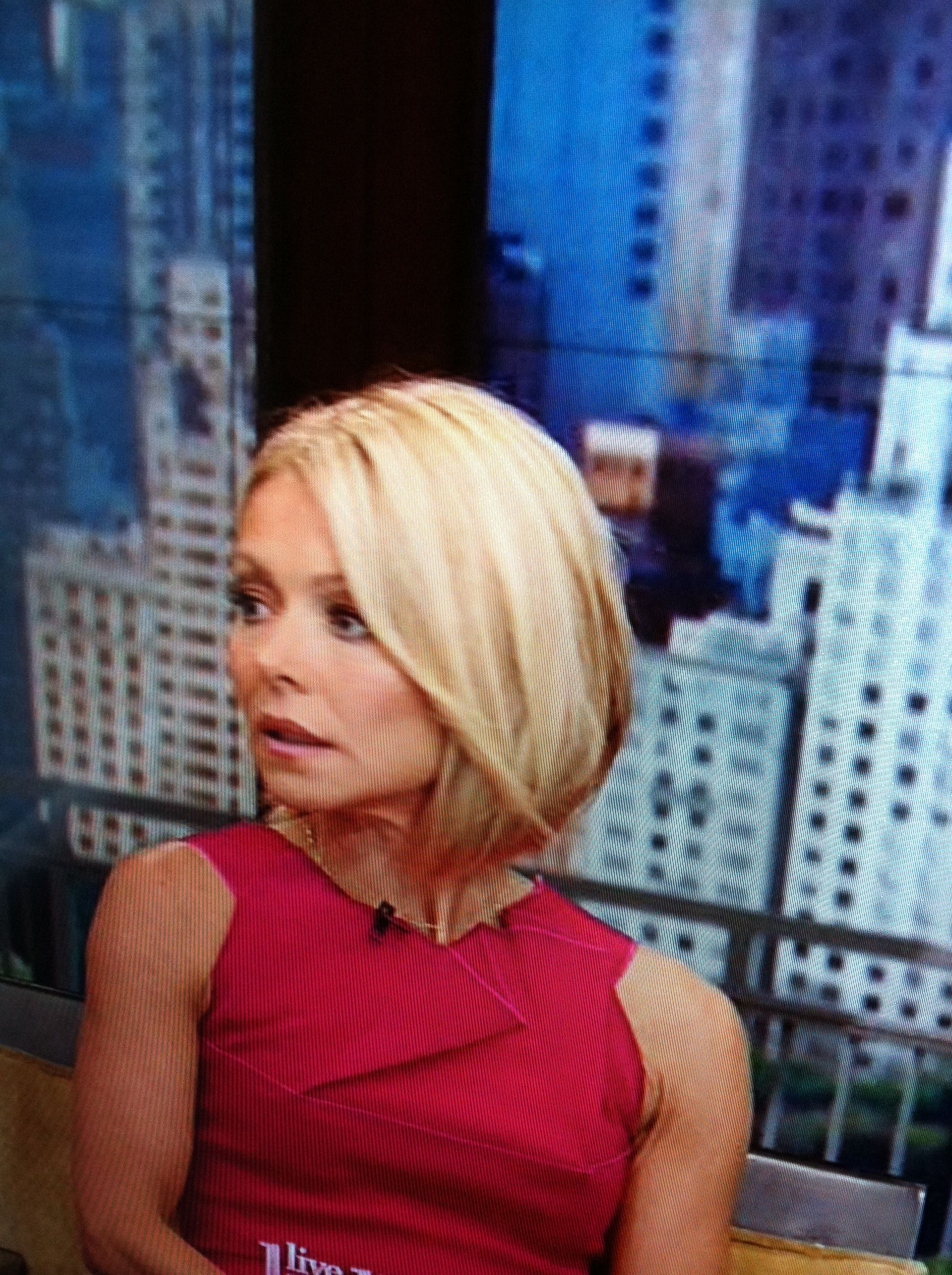 kelly ripa's new short hairhair cut is oct. 1how bout