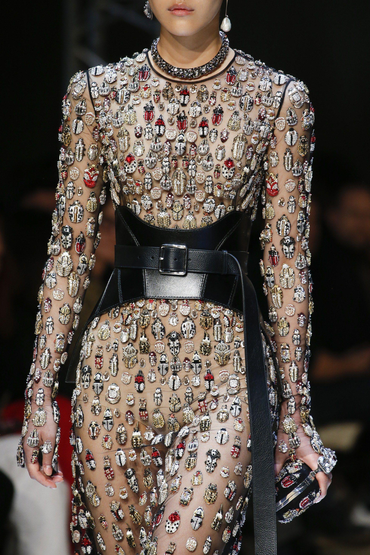 b5a565a2279e Alexander McQueen Fall 2018 Ready-to-Wear Fashion Show in 2018 ...