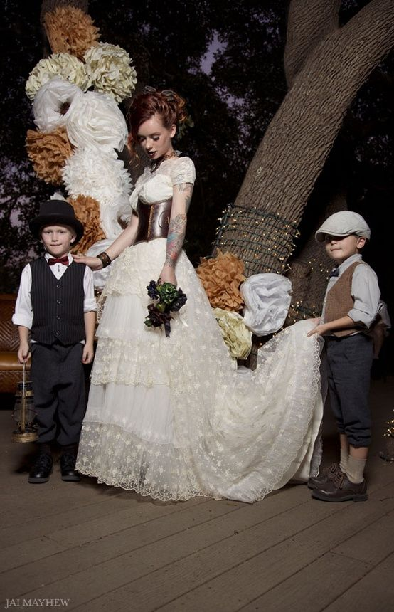 16 Alluring Steampunk Wedding Dresses That You\'ll Adore | Pinterest ...