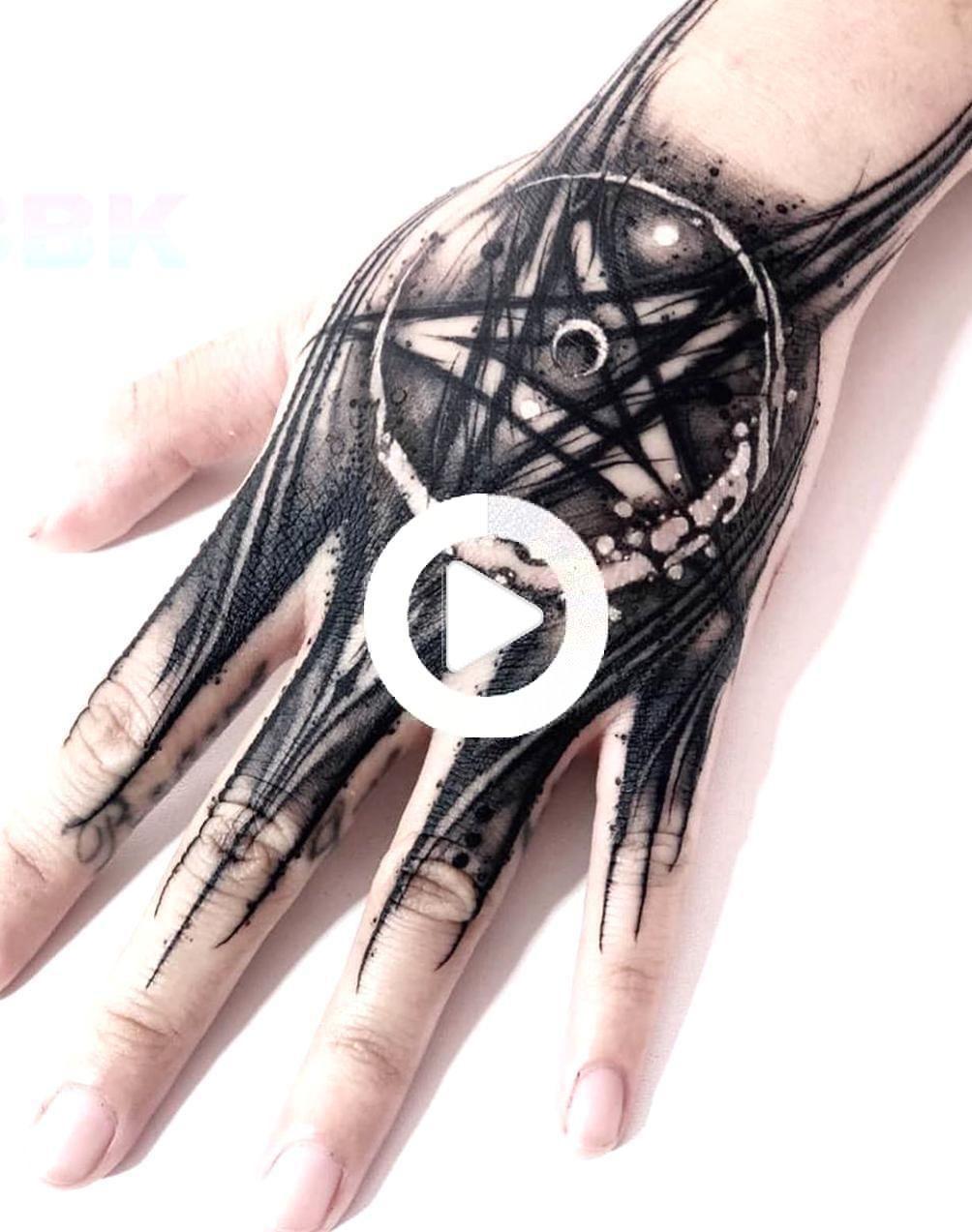 #tattoos kleine Hand Tattoos Tattoos #hand #tattoos Hand Frauen hand