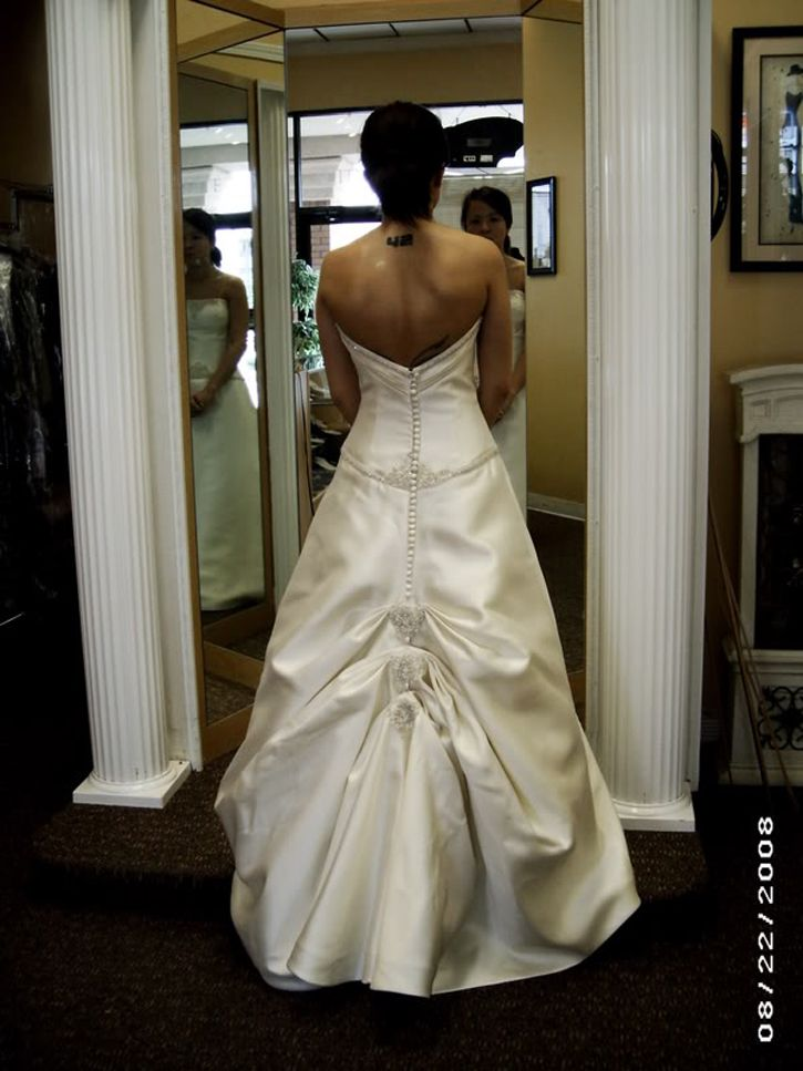Sheath Wedding Dress Bustle