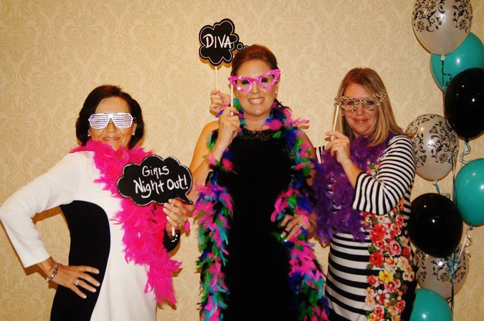 #photobooth #barlowgirls #barlowgirlsphotography #boas #feathers #hats #props #photoboothprops #glasses #balloons #vintagephotobooth #photoboothideas #clarksville #clarksvilletn #clarksvillephotography #clarksvillephotographer
