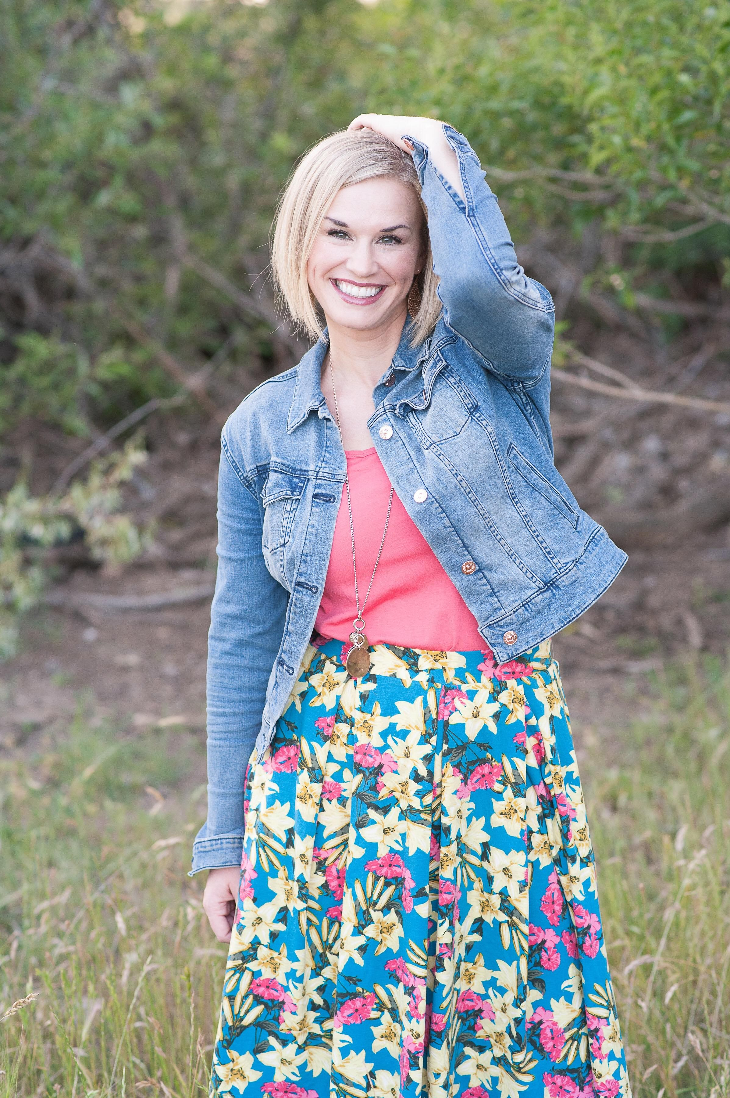 Summer Outfit Ideas for Moms. How to style a bright floral Madison ...