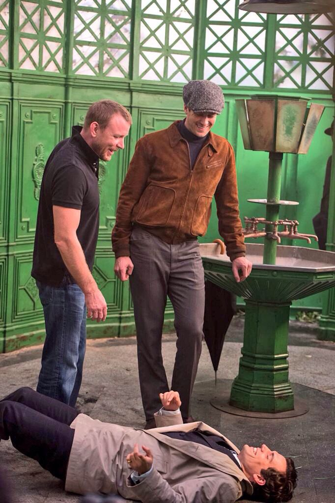 Just In New Bts Pic From Manfromuncle Realguyritchie Three Men Having Fun In A Karsie Manfromuncle Bts Onse Henry Cavill Actores Britanicos Actores