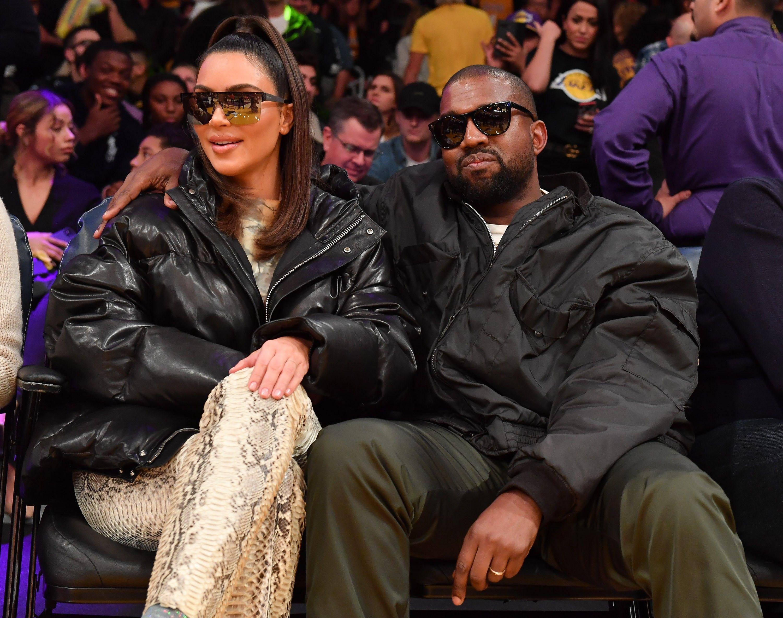 Kim Kardashian Nunca Nadou Na Piscina De Sua Mansao De Us 60 Milhoes Em 2020 Kim Kardashian Tristan Thompson Kardashian