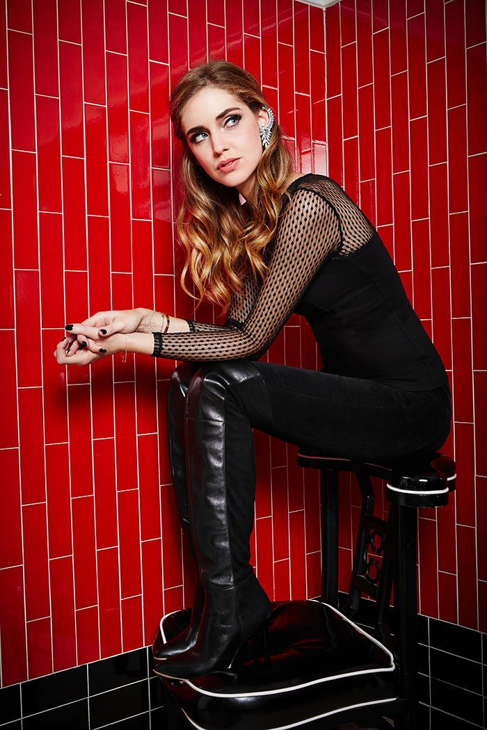 Fashion style Ferragni chiara for guess holiday campaign for woman