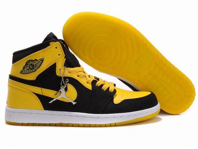 reputable site aebc7 4310b Chaussures Air Jordan 1 Retro En Rouge Noir from ...