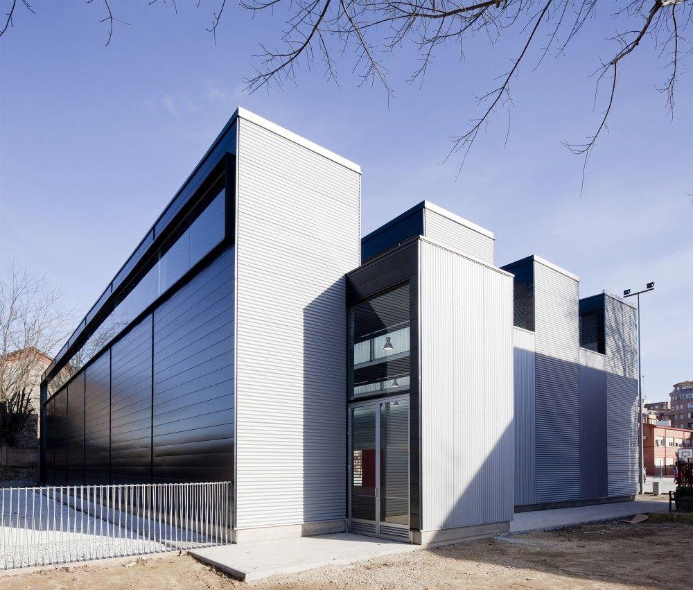 Gallery of Sports Hall at C.P. Pablo Iglesias / Planta 33