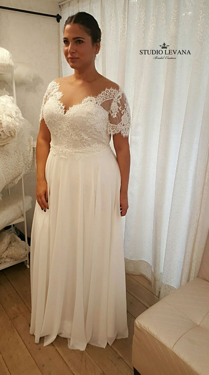 This vintage boho plussize wedding dress is in love