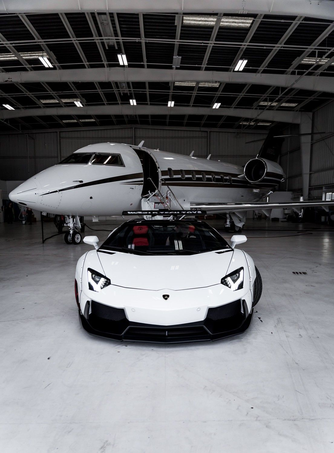 Lambo with private jet wallpaper android wallpaper