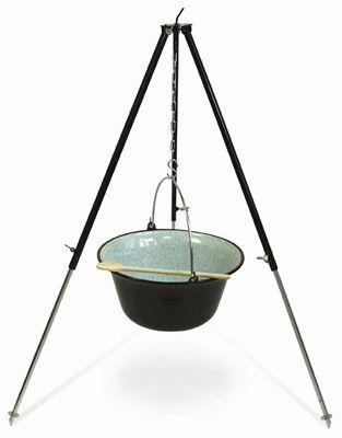 Gulaschkessel 15 Liter emailliert, Gestell 130 cm schwarz. Es wird zusätzlich auch ein Kochlöffel geliefert.