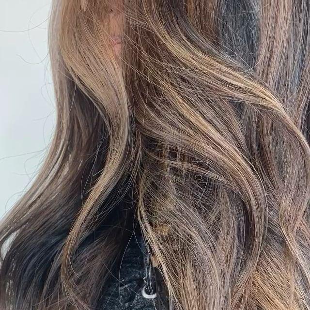 Photo of Braune Highlights für schwarze Haare