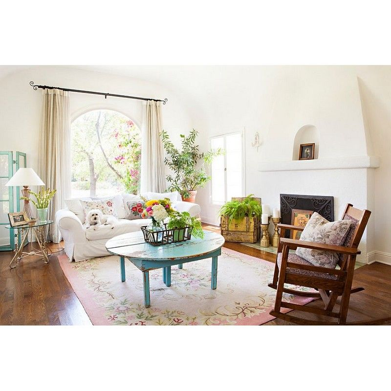 Make Your Shabby Chic Living Room Looks Fresher By Placing Some Planters  There. #rumahkulivingroom