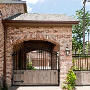Lovely attached porte cochere like the iron gate for Piani di casa porte cochere