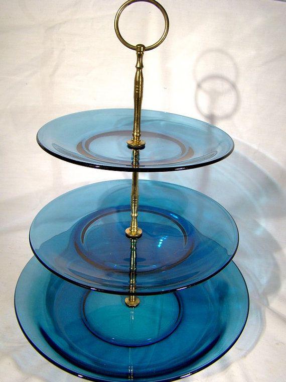 Vereco Duralex France 3 Tier Blue Glass Cake di FionaKennyAntiques