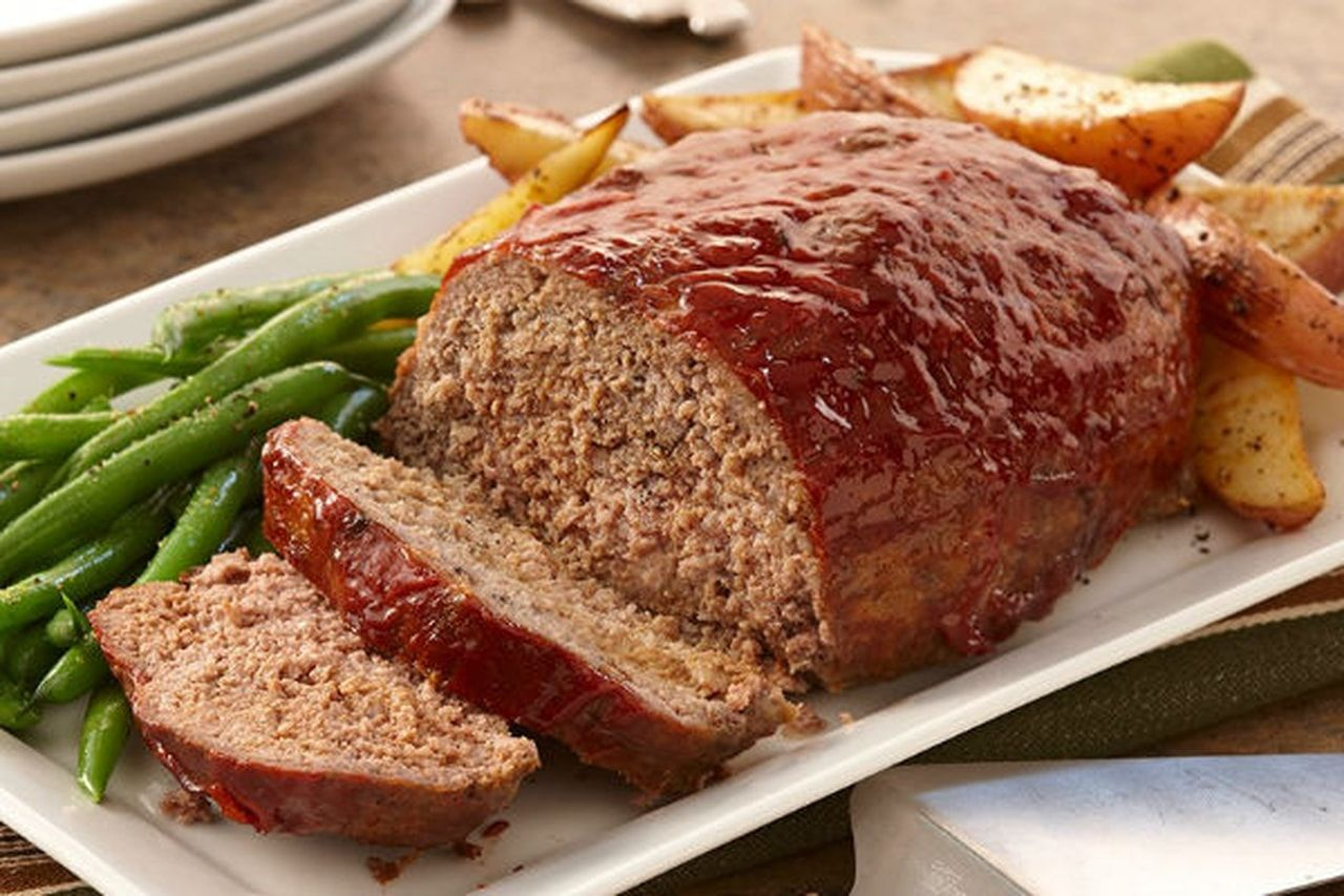 Groun Beef Cake Cooked In The Oven Classic Meatloaf Recipe Recipes Meatloaf