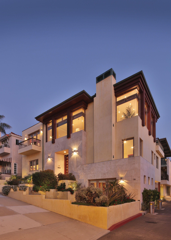 Modern Luxury Manhattan Beach Home Exterior
