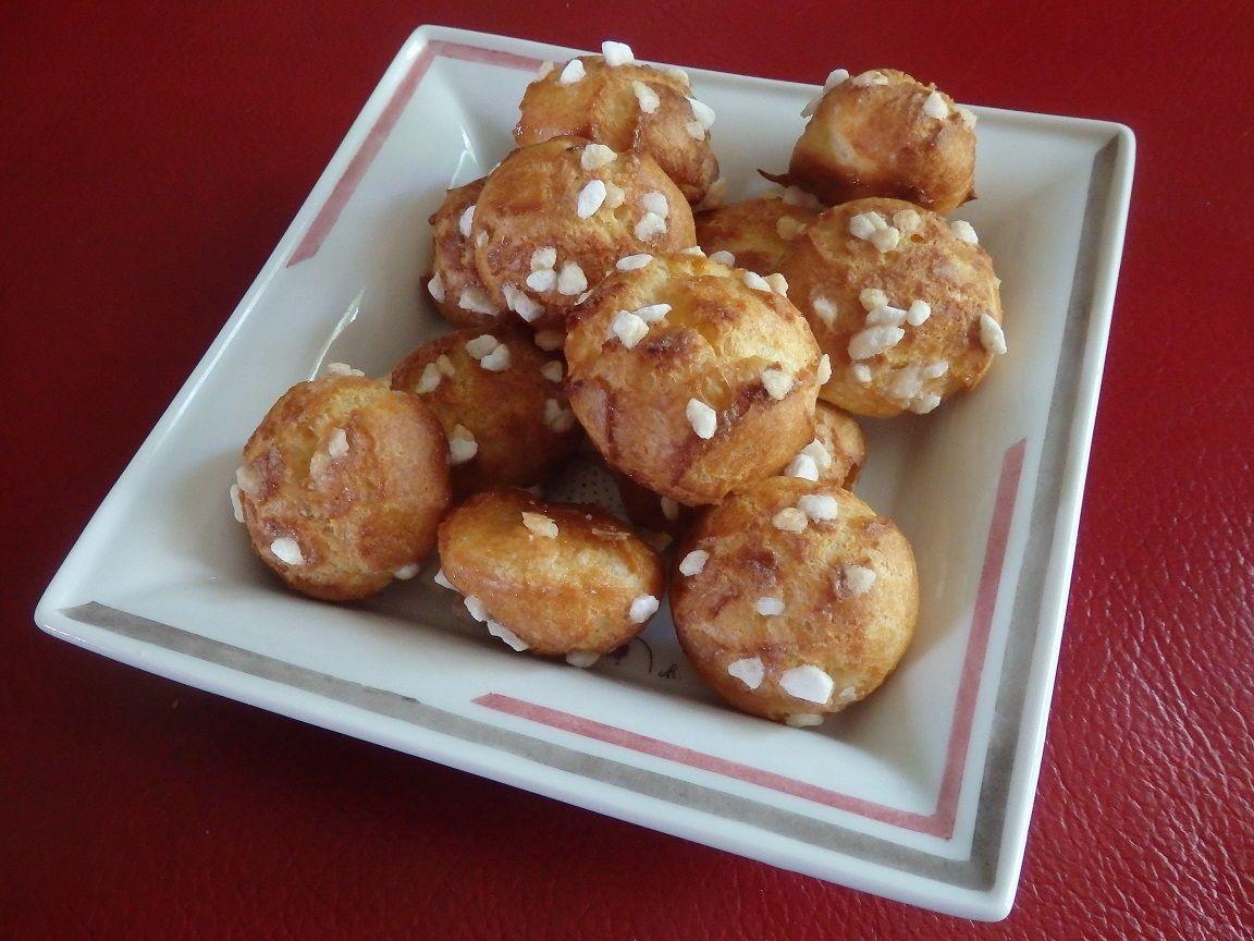 Une recette trouvée sur le blog « Les petites chouquettes » - http://lespetiteschouquettes.wordpress.com Ingrédients : pour une vingtaine de petites chouquettes 50 g d'eau 50 g de lait entier 45 g de beurre doux 55 g de farine t55 1 pincée de sel fin...