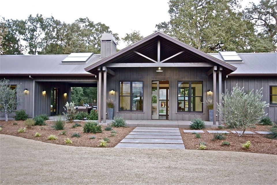 Ranch house farmhouse revival time to build time to for Exterior ranch house designs