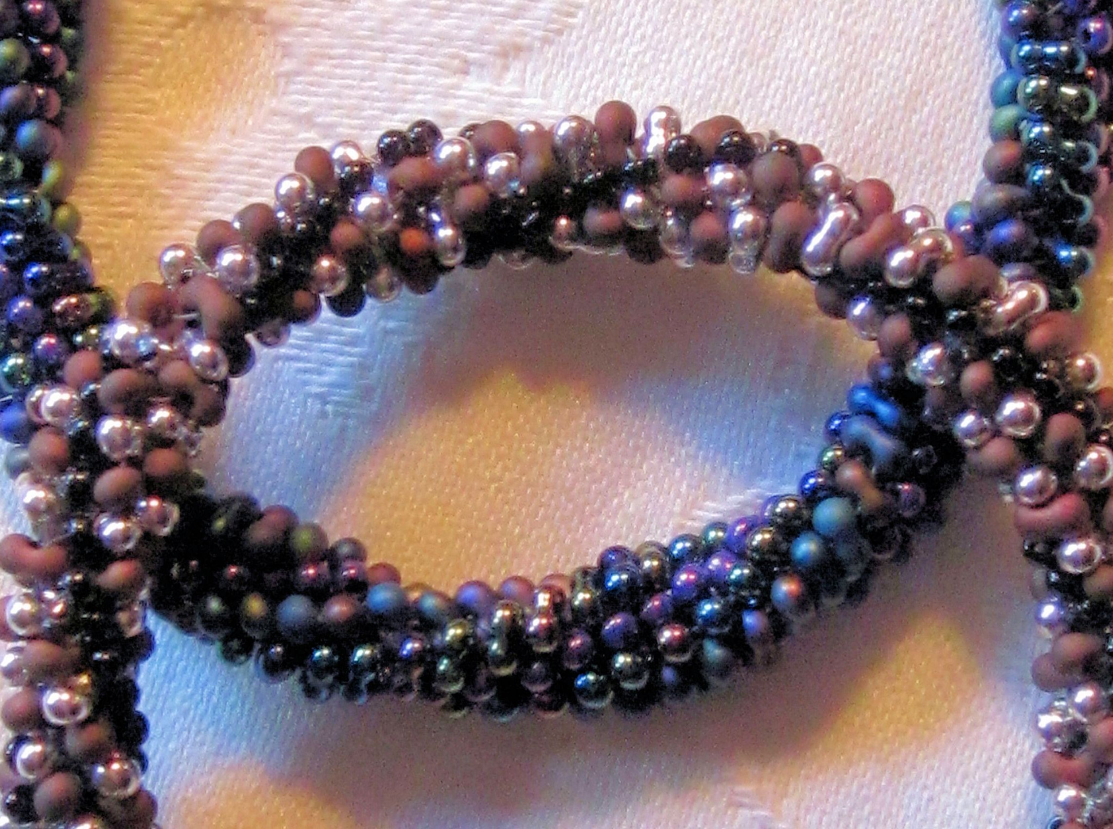 twisted peanuts and seed bead bracelet...free pattern at www.bead-patterns.com