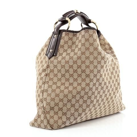 25bad3ea6a3 This authentic Gucci Horsebit Hobo GG Canvas Large is an iconic design that  adds…