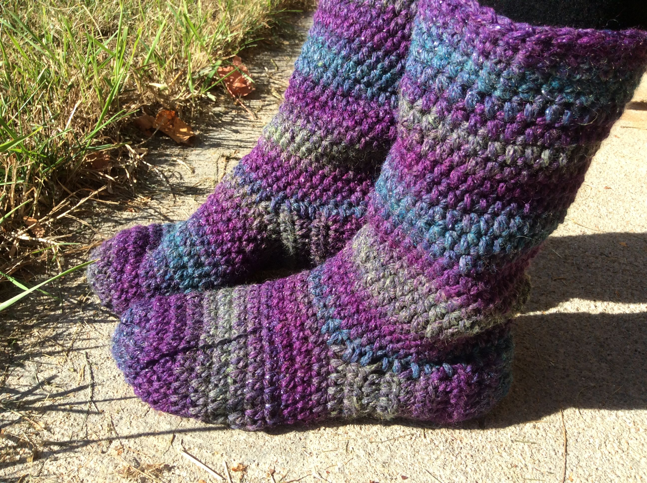 HOW TO MAKE BASIC CROCHETED SLIPPER BOOTS: FREE PATTERN IN WOMEN\'S ...