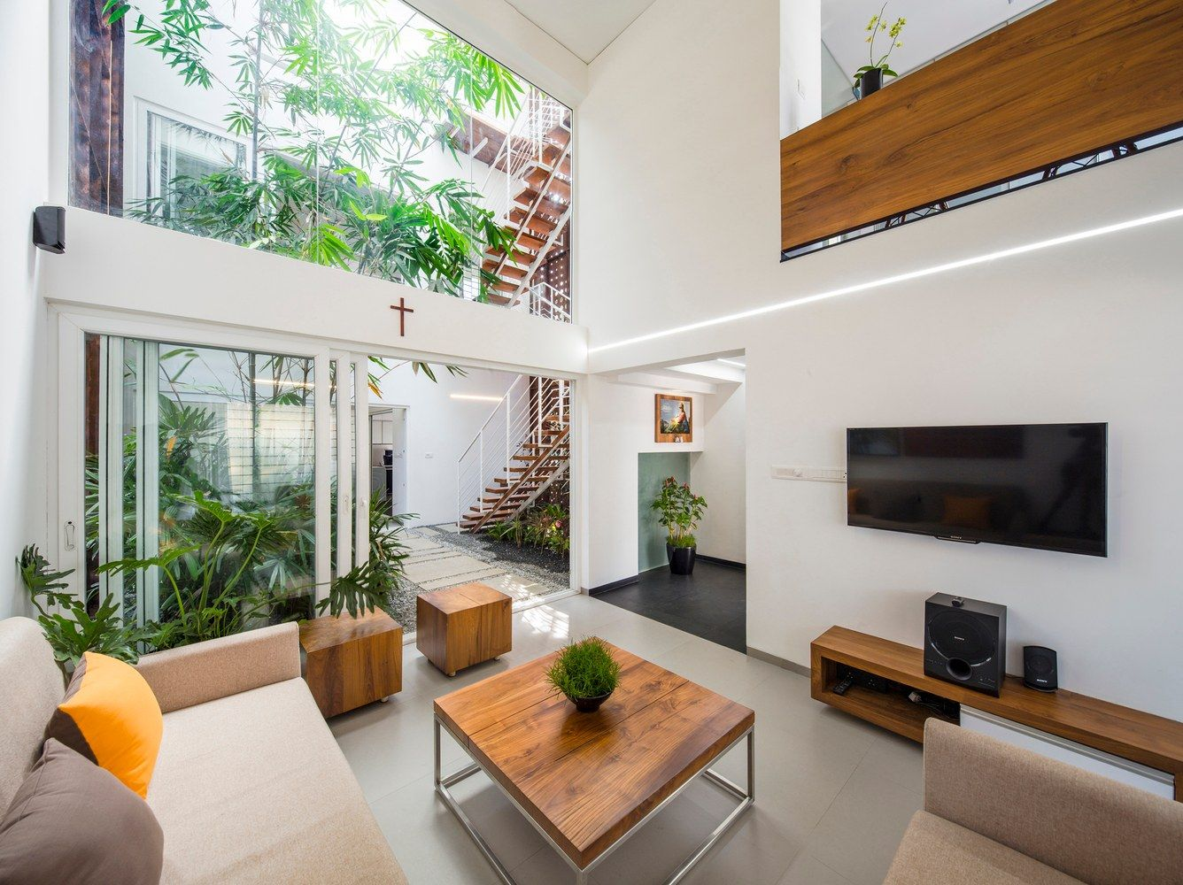 A Gorgeous Home Split By A Covered Garden Atrium Minimal