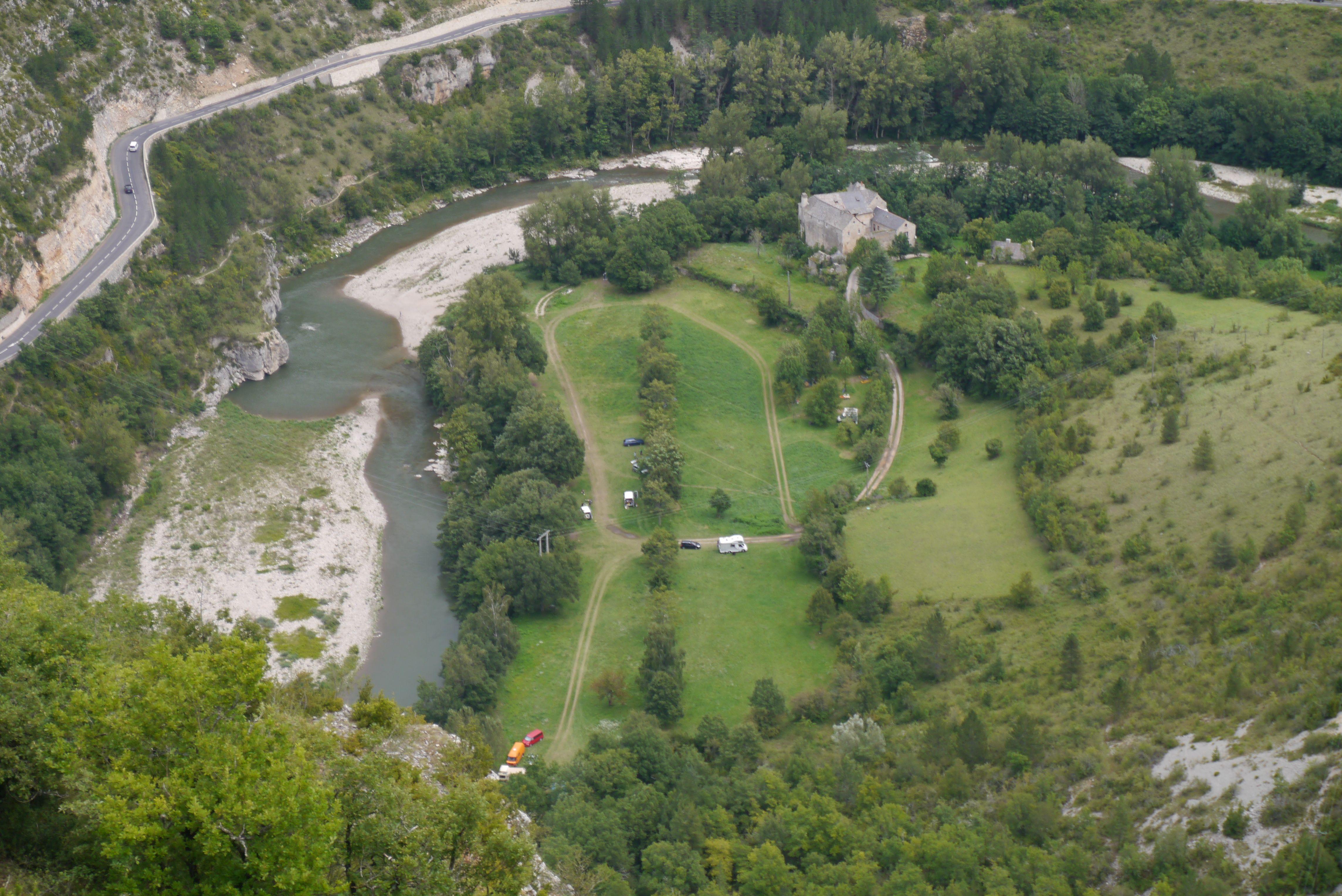 Aire naturelle de camping de Charbonnière Montbrun