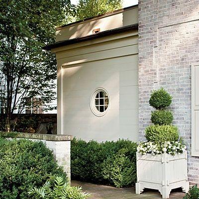 Peaceful, tailored and classic curb appeal via ZsaZsa Bellagio: House Beautiful
