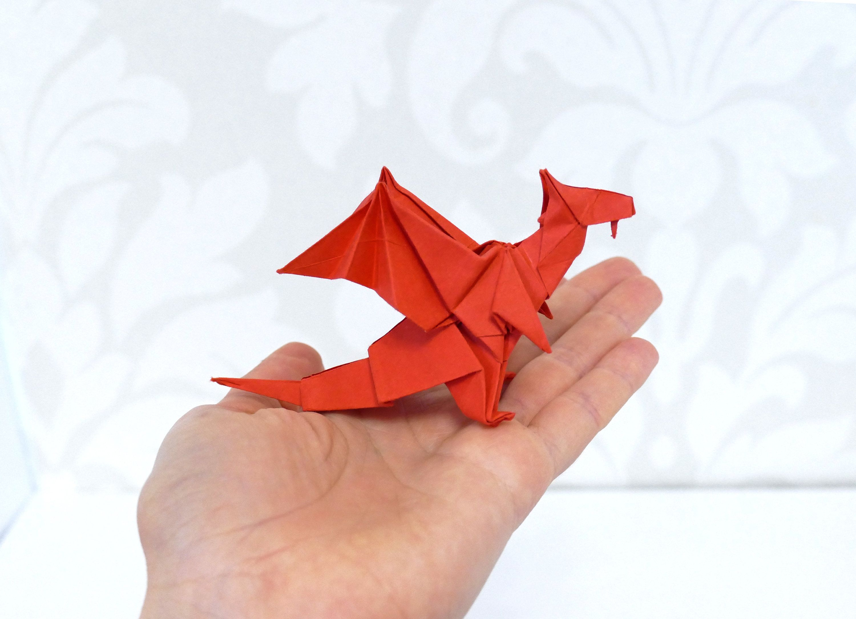Photo of Roter Papier-Origami-Drache