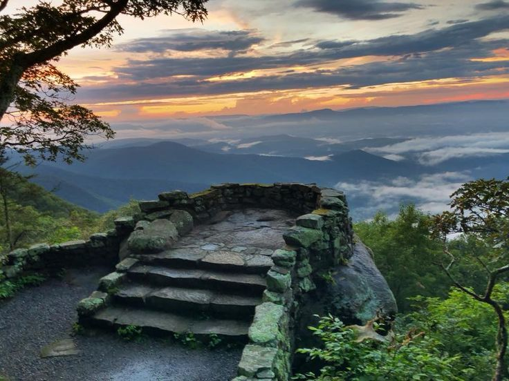 The Breathtaking Overlook In Virginia That Lets You See For Miles And Miles