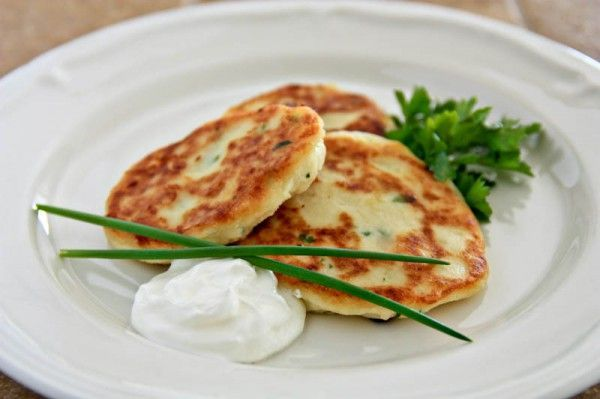Easy Mashed Potato Pancakes Recipe #potatopancakesfrommashedpotatoes Easy Mashed Potato Pancakes | NatashasKitchen.com #potatopancakesfrommashedpotatoes