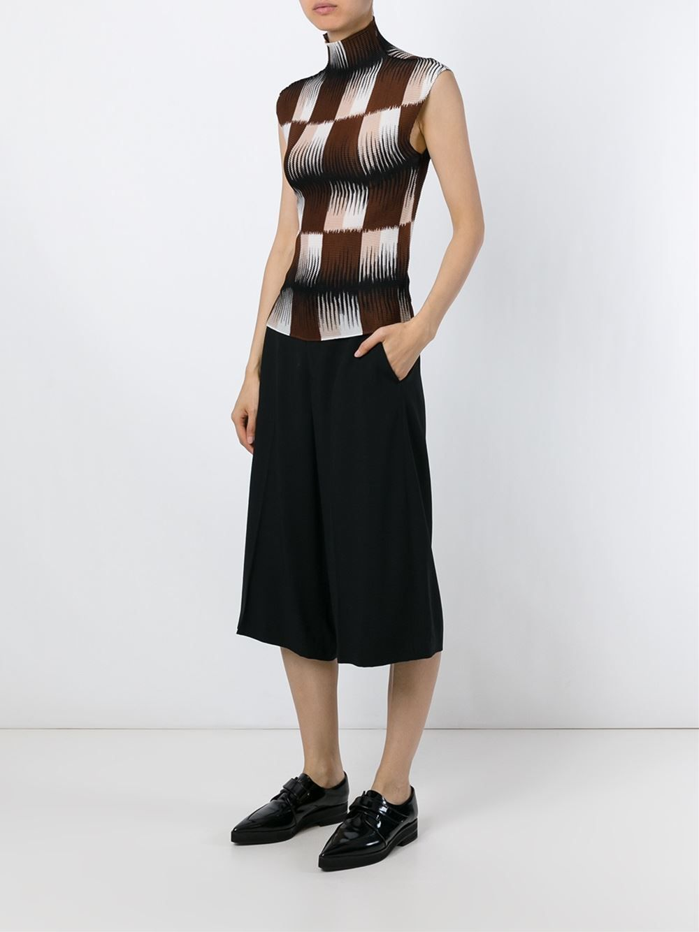 Shop Issey Miyake Cauliflower checked turtle neck top in Divo from the world's best independent boutiques at farfetch.com. Shop 300 boutiques at one address.