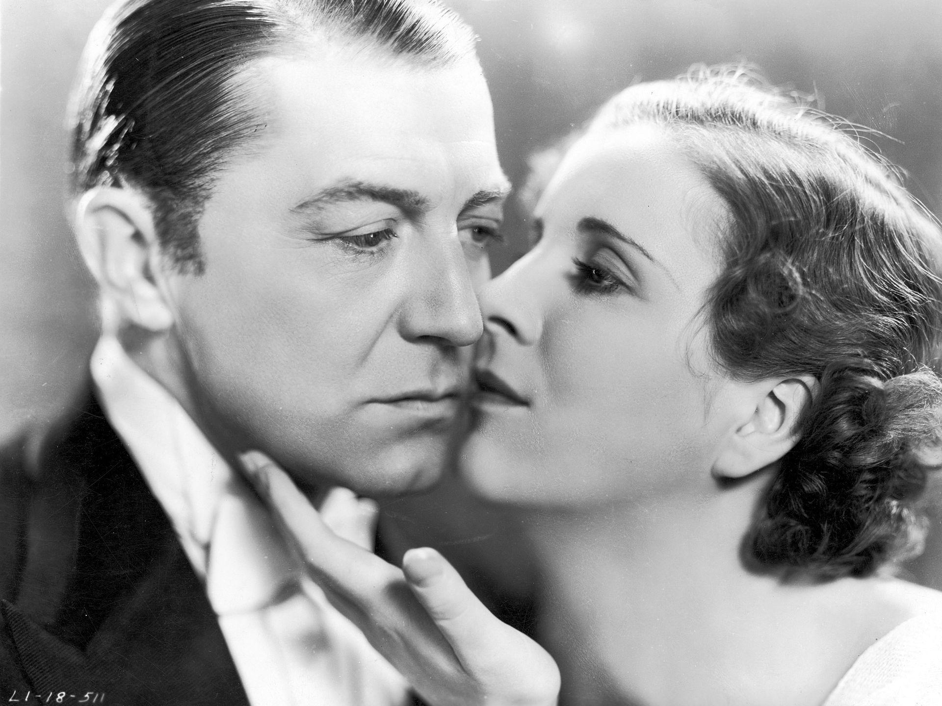 1932/1933 - 'Cavalcade' | The film, starring Clive Brook and Diana Wynyard, touched on historic events like the sinking of the Titanic and the death of Queen Victoria in a look at Londoners from 1899 through 1933.