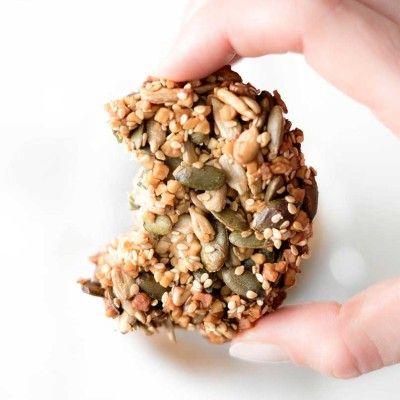 Sesam Cracker mit verschiedenen Kernen – Low Carb Rezept