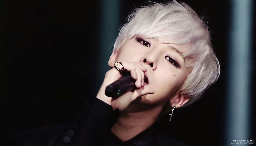 Kpop Idols Kpop Idol Hair Kpop Idols With Silver Hair Kpop Silver Hair Kpop White Hair Gdragon Silver Hair Silver Hair G Dragon Hair