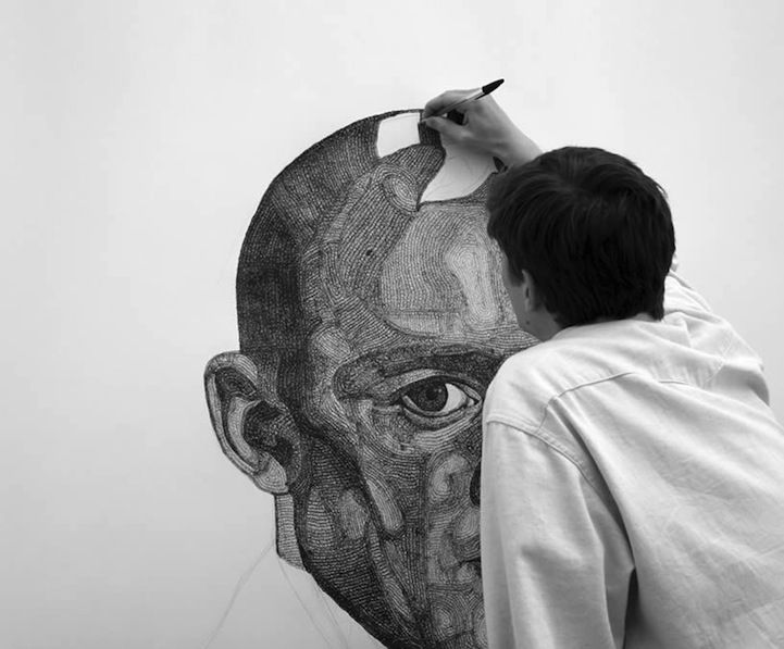 English artist Everett Jacob creates intricately crafted large-scale portraits using a simple ballpoint pen