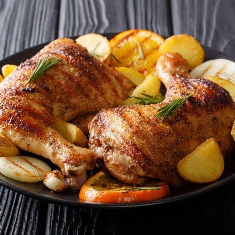 مطبخ سيدتي On Instagram صينية دجاج وبطاطس بالفرن بألذ وأشهى طريقة من مطبخ سيدتي المقادير ال Spicy Chicken Recipes Chicken Recipes Roasted Garlic Chicken