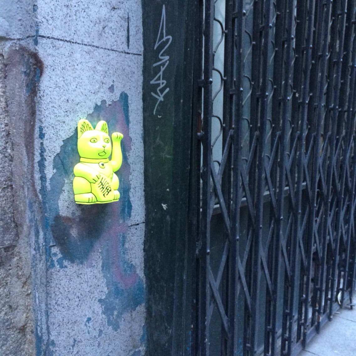 #Madrid - #Spain . srmiau.com  #art #arttoy #popart #arte #artepop #street #streetart #arteurbano #streetnews #streetartanarchy #figure #puertadelsol #wall #urbanart #neko #maneki #luckycat #manekineko #cats #gatos #españa #elcarmen #sculpture #design #diseño #cool #photo #pic #originalart #original #fluor #flúor #figure #cat #cats #gato #gatodelasuerte #gatos #fortunecat #cool #chic #top #beautiful #color #colorful #yellow