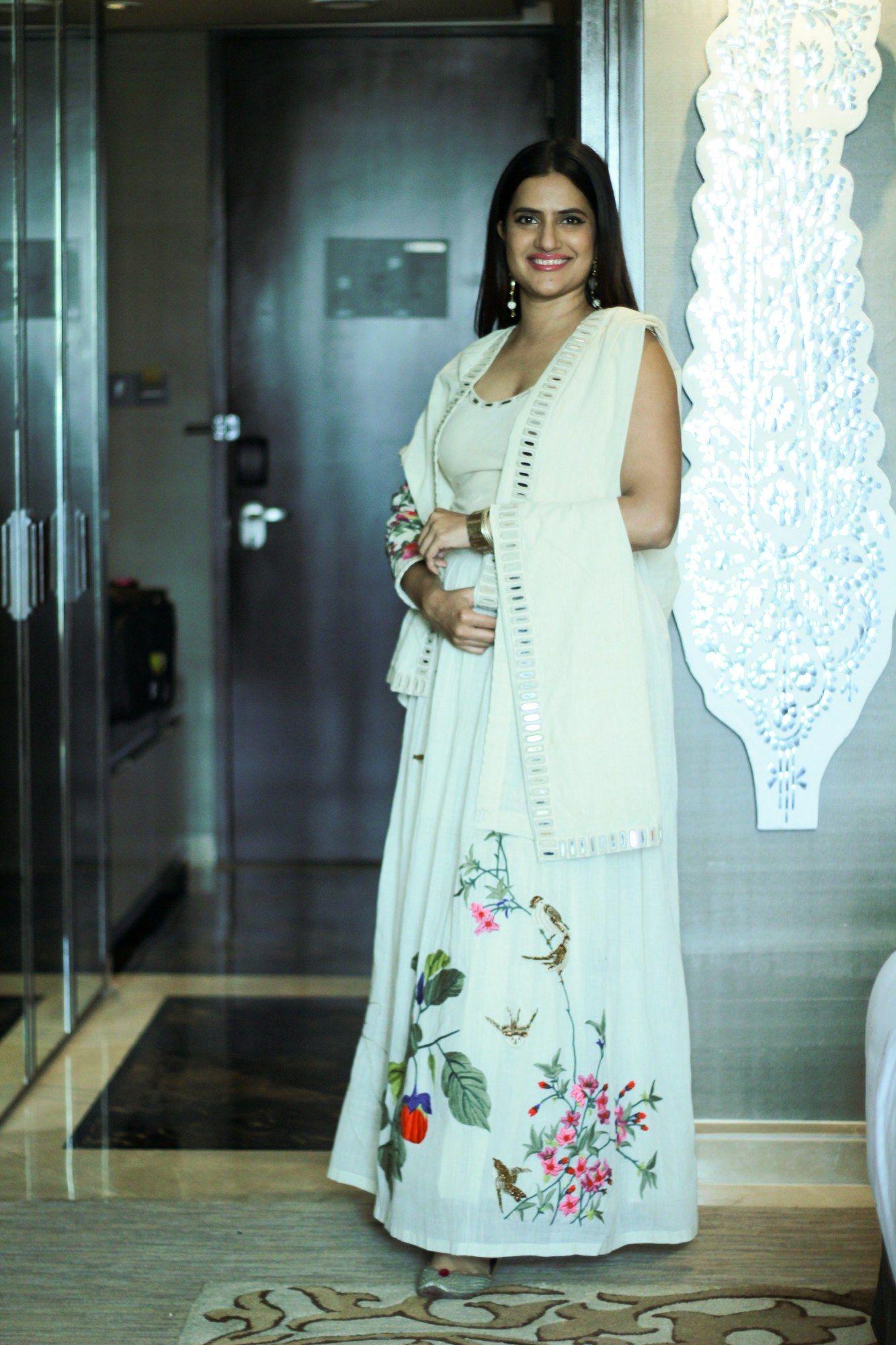 khadi mirror embroidered sari blouse and stole navratri sona mohpatra in purvi doshi s khadi collection celebrating women s day
