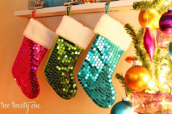 Confira dicas inspiradoras para fazer meias diferentes e decorar a casa para o natal.