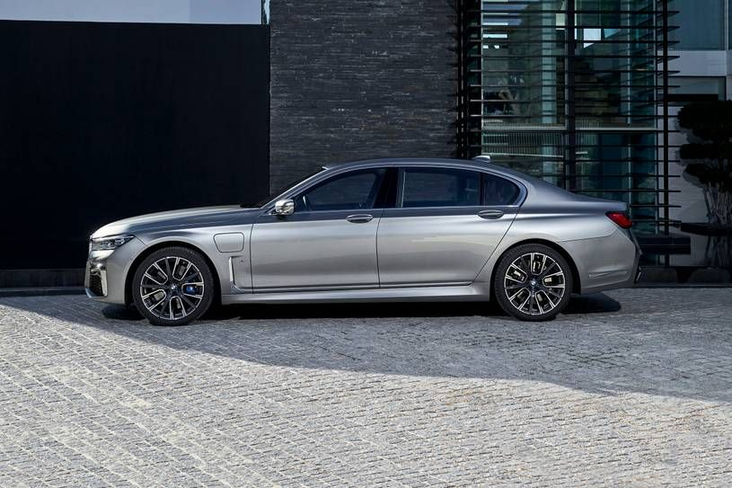 The 2020 Bmw M760i Is Bmw S Flagship Luxury Sedan But With The